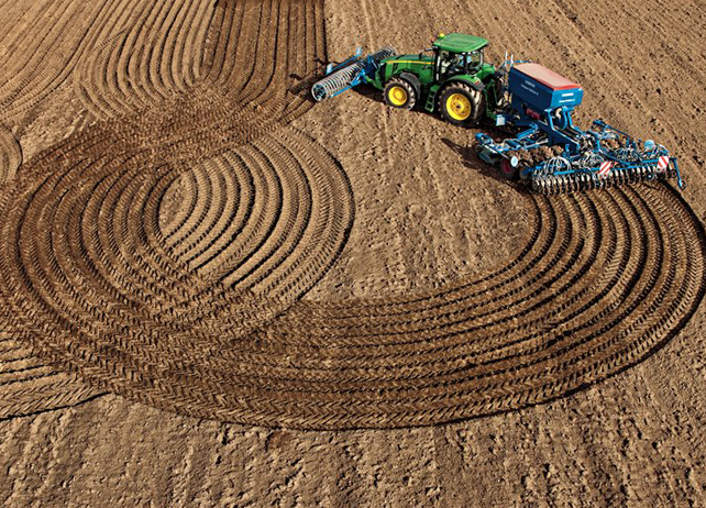 AMS: John Deere tractor seeding with iTec Pro